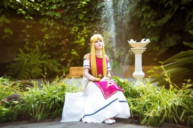 cosplay zelda link in_hyrule_castle_garden___princess_zelda_by_ver1sa-d7d4w77