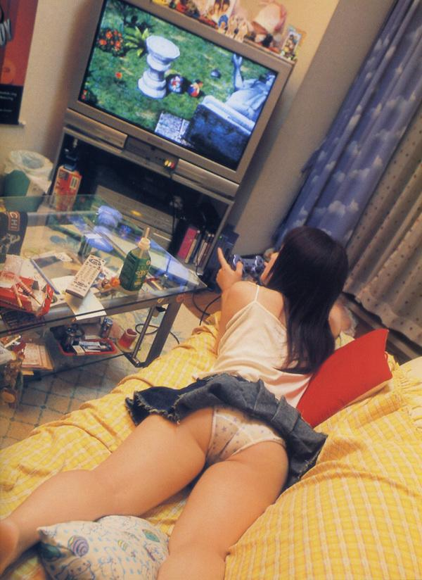 id-play-multiplayer-with-these-girls-any-day-33-photos-17