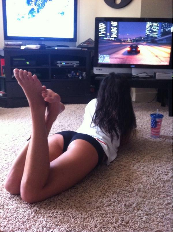 id-play-multiplayer-with-these-girls-any-day-33-photos-19