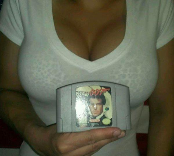 this-girl-knows-how-to-sell-video-games-on-ebay-10-photos-2
