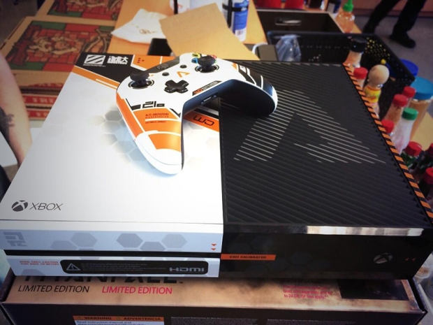 1394156541-limited-edition-titanfall-xbox-one-3