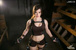 lara-croft-tomb-raider-cosplay-por-enjinight-1