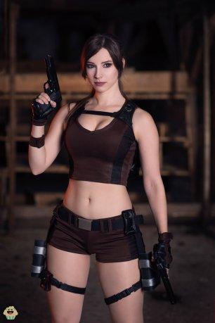 lara-croft-tomb-raider-cosplay-por-enjinight-2