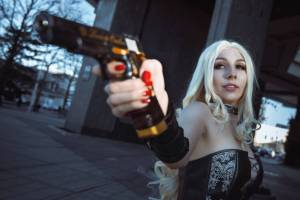 Cosplay de Trish en Devil May Cry 5 por ladybelltyan